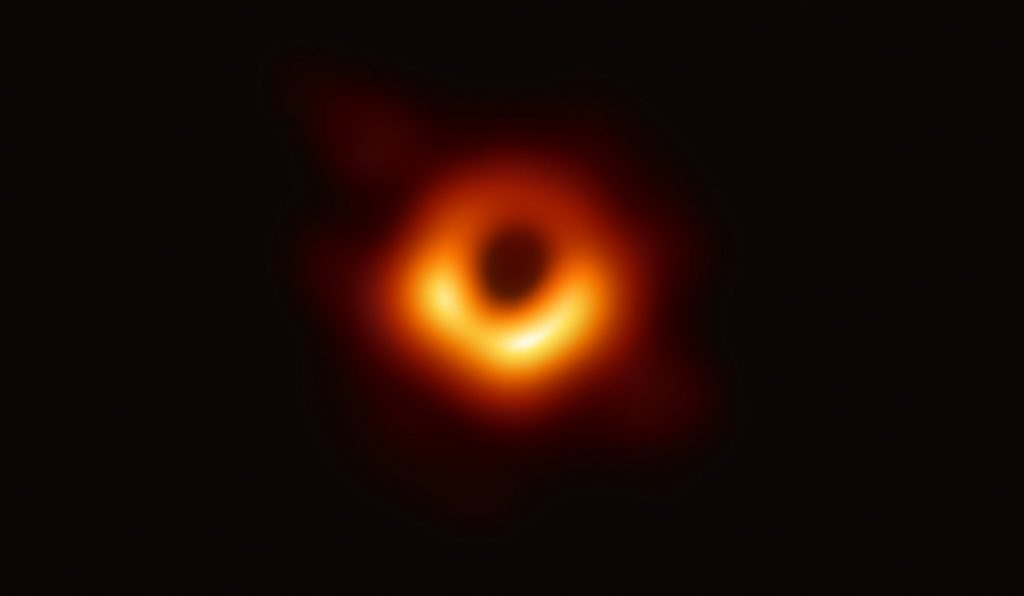 Télécharger l'image en très haute définition 4000x2330 en png sur le site Event Horizon Telescope